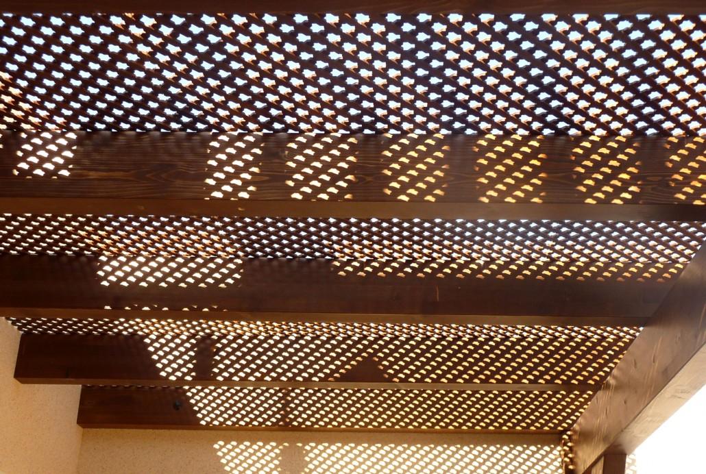Pergolas de madera techadas con celosia benoit roubaud for Celosia madera ikea