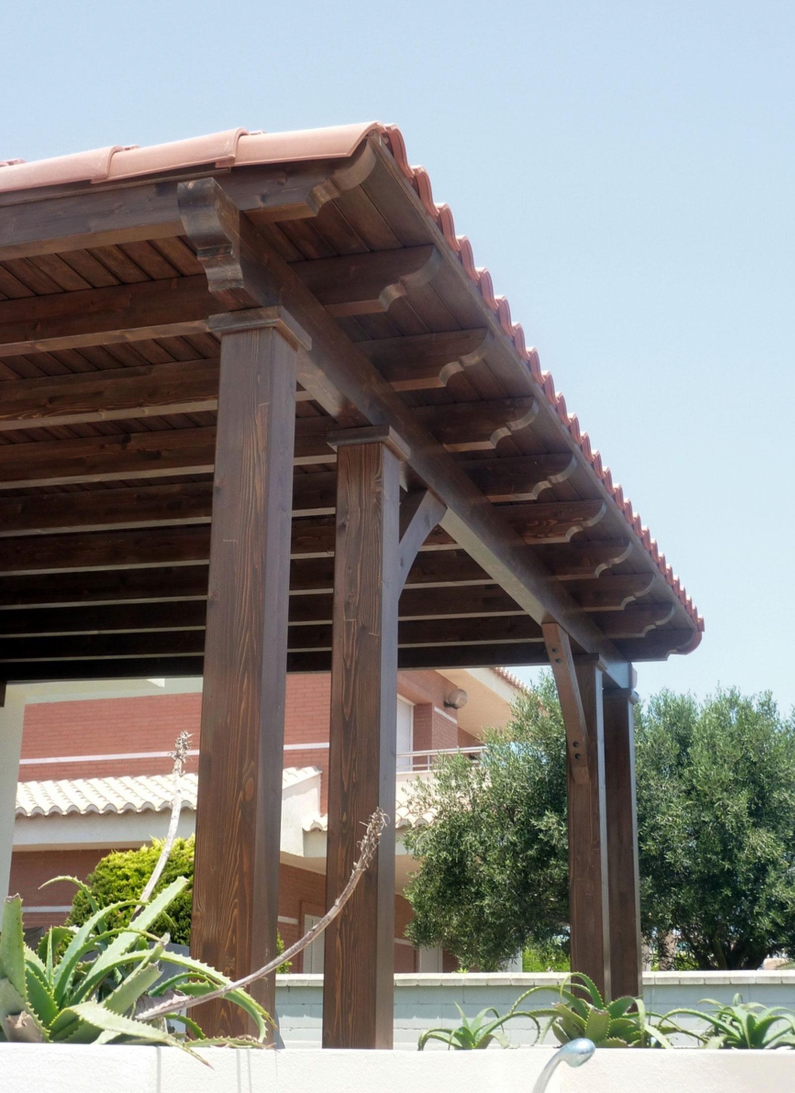 Porche de madera con teja benoit roubaud carpinter a for Techos de teja para terrazas