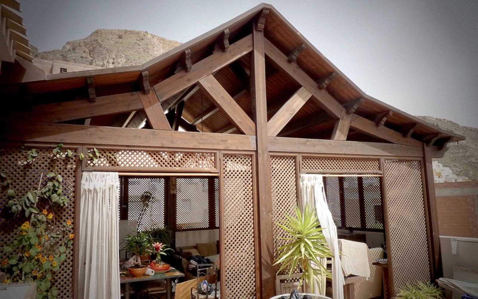 Porche de madera cerrado con celosia benoit roubaud - Ideas para decorar un porche cerrado ...